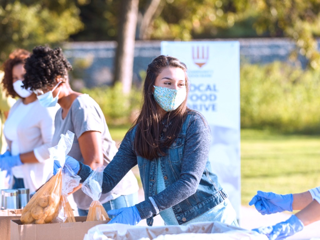 Four Ways to Give Back in Honor of National Volunteer Week